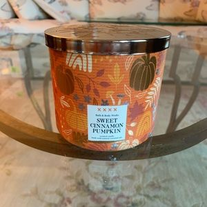 Bath & Body Works Sweet Cinnamon Pumpkin Candle